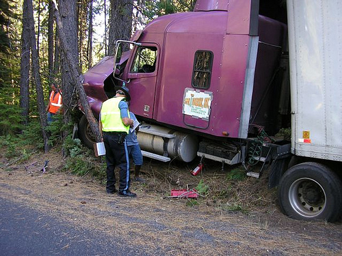 truck-wreck-into-tree